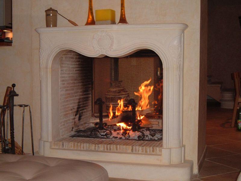 atry home chemin es et po les 06 profitez d une double vision du feu avec une chemin e. Black Bedroom Furniture Sets. Home Design Ideas